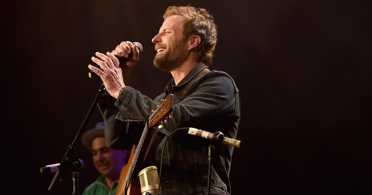 dierks single women The relentless sun was baking nashville sidewalks to barbecue intensity thursday afternoon (aug 16) as guests streamed into dierks bentley's whiskey row saloon to toast the writers of.