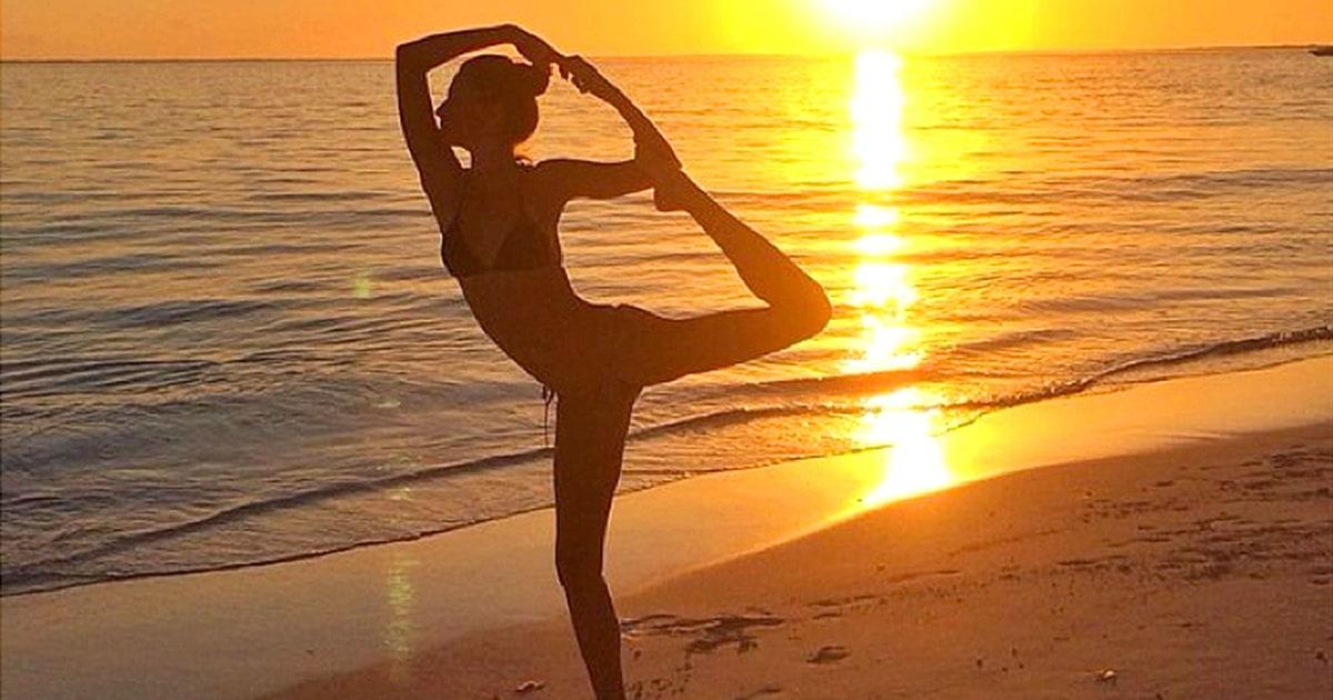 Sunset Yoga | Gisele Bundchen's Braggiest Instagram Photos ... Gisele Bundchen Instagram