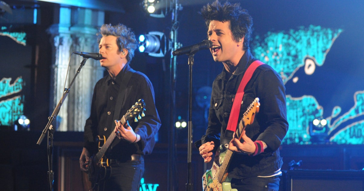 watch green day 39 s rousing 39 still breathing 39 on 39 the late show 39 rolling stone. Black Bedroom Furniture Sets. Home Design Ideas
