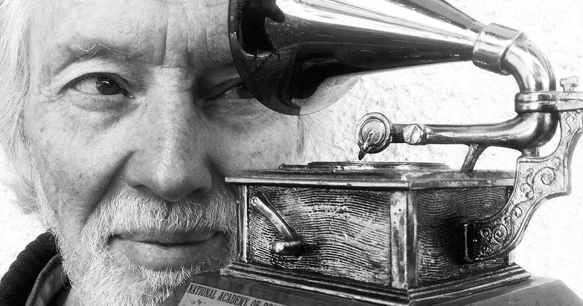 klaus voormann celebrates beatles u0026 39   u0026 39 revolver u0026 39  cover in book box set