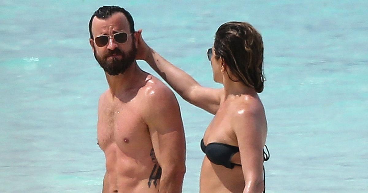 Jennifer aniston walks by in bikini