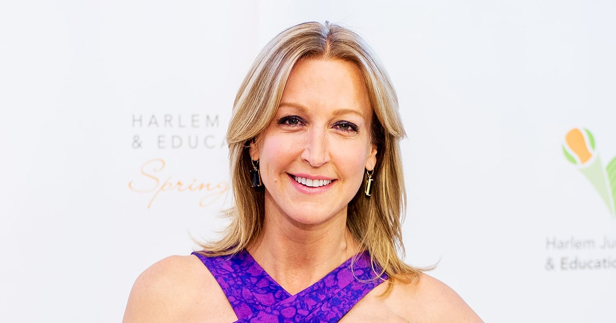 gma 39 s lara spencer undergoing hip replacement surgery us weekly