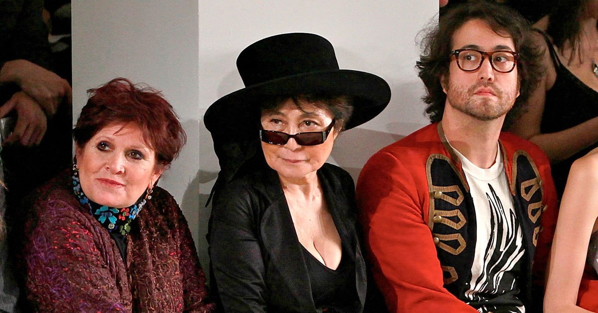 Sean Lennon Pays Tribute to Carrie Fisher, Debbie Reynolds ...