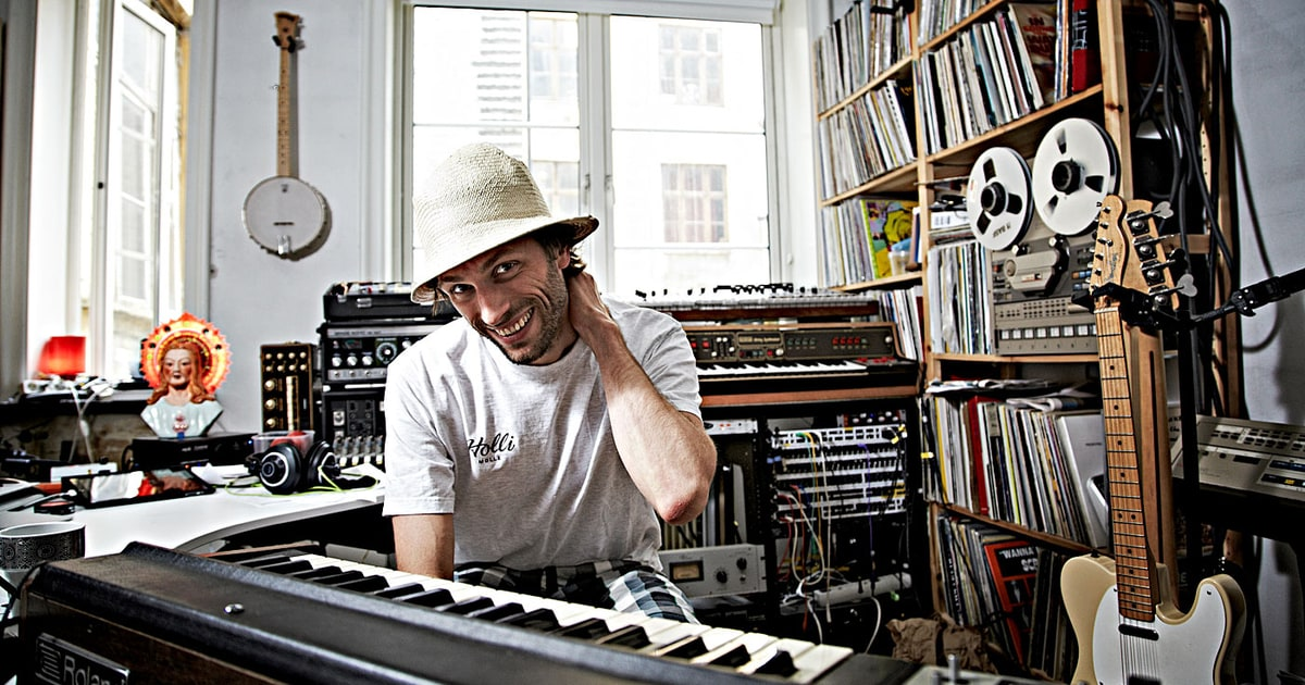 Lindstrom previews new lp with space disco song 39 shinin for Lindstrom