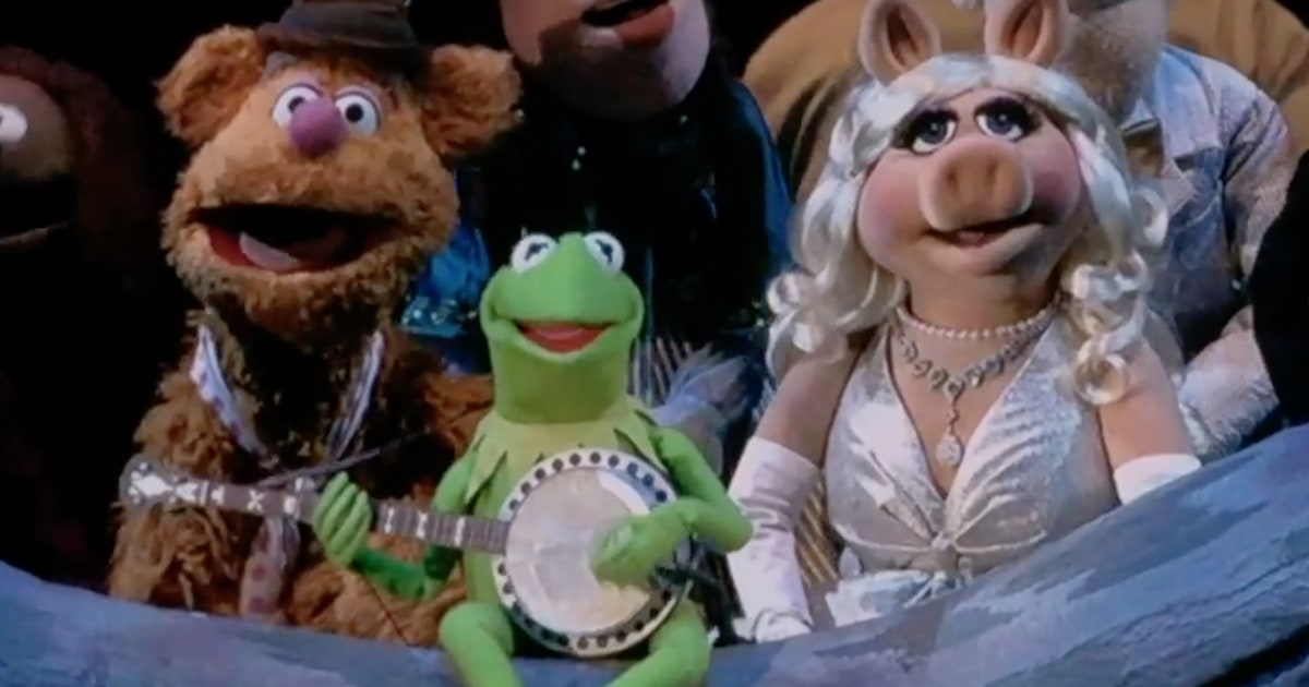 Watch Muppets Sing Rainbow Connection At Hollywood Bowl