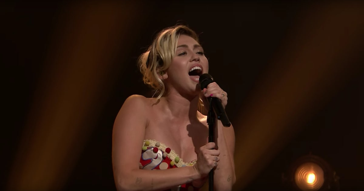 Miley Cyrus Baby, I'm In The Mood For You (Live From The Tonight Show) retronew