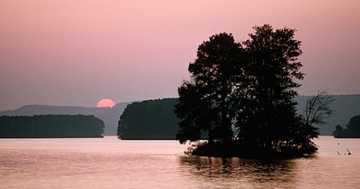 Lake guntersville alabama kevin vandam 39 s 10 favorite for Lake guntersville fishing hot spots