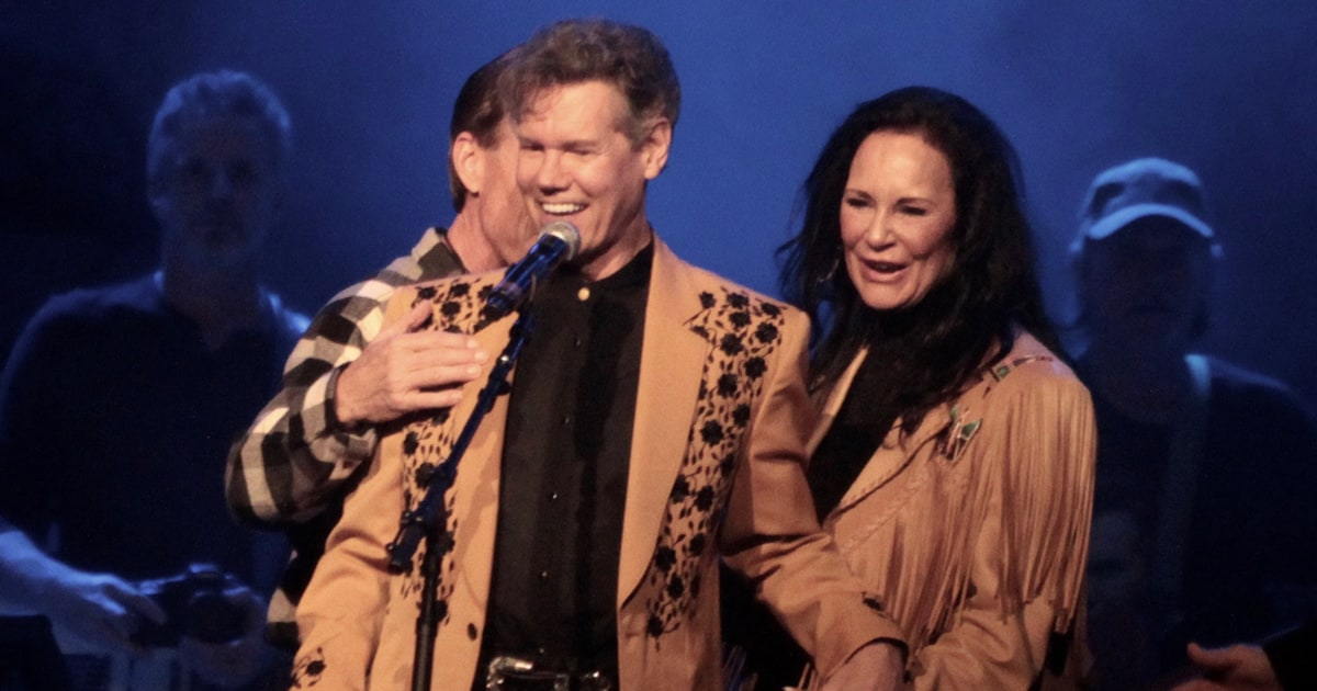 See Randy Travis Sing Emotional Amazing Grace At Tribute