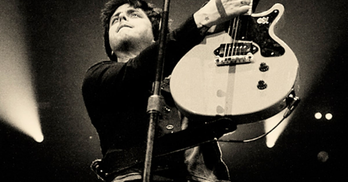 Billie Joe Armstrong Dookie Guitar Green Day's Arena Retu...