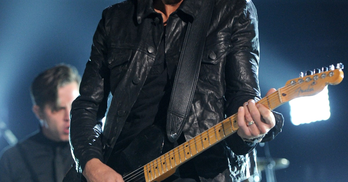 Best: Keith Urbans Guitar Heroics Photo - ACM Awards 2014