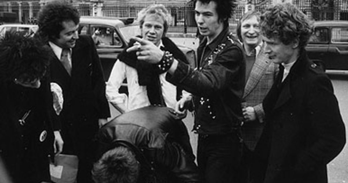 This Week In Rock History: Sex Pistols Signed, U2 Release 'The Joshua Tree'