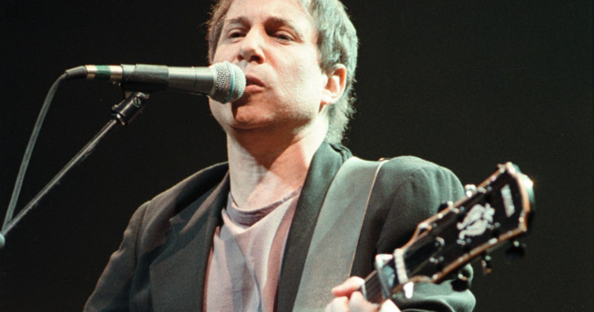 paul simon reunites with chevy chase at 1991 concert in the park rolling stone. Black Bedroom Furniture Sets. Home Design Ideas