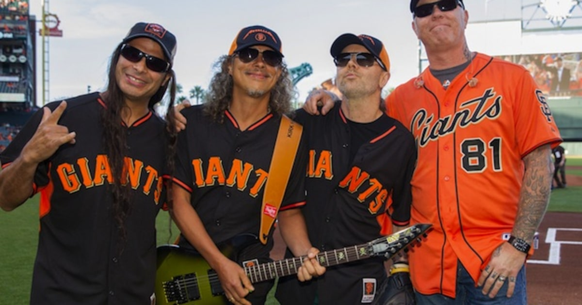 watch metallica rock the national anthem at a giants game rolling stone. Black Bedroom Furniture Sets. Home Design Ideas