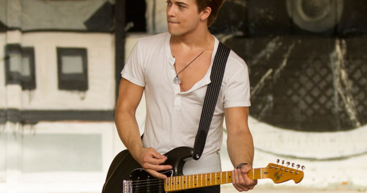 hunter hayes gets inked in new video rolling stone. Black Bedroom Furniture Sets. Home Design Ideas