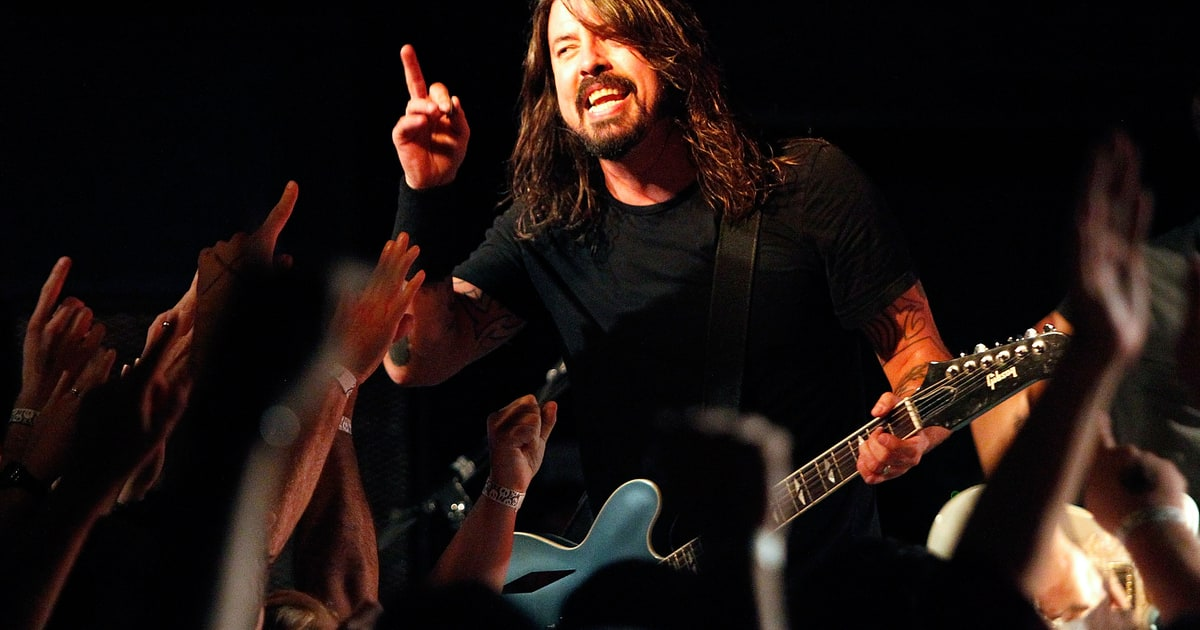 hear foo fighters 39 rowdy new song 39 congregation 39 rolling stone. Black Bedroom Furniture Sets. Home Design Ideas