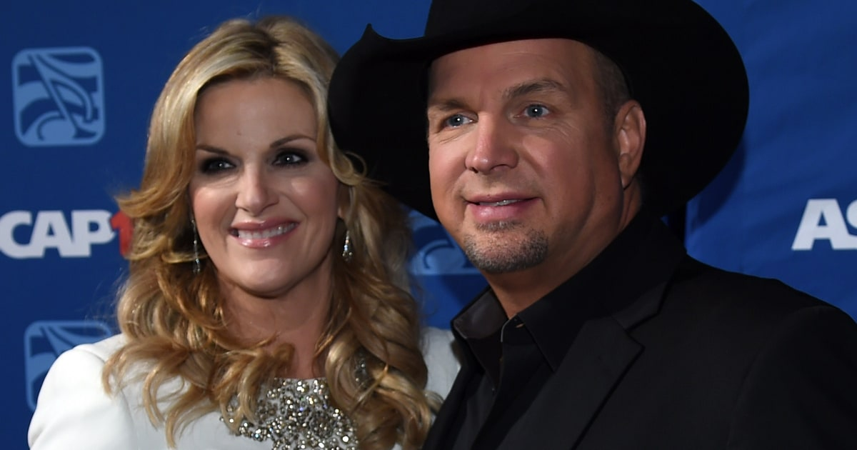 Watch Garth Brooks And Trisha Yearwood Perform Early Duet