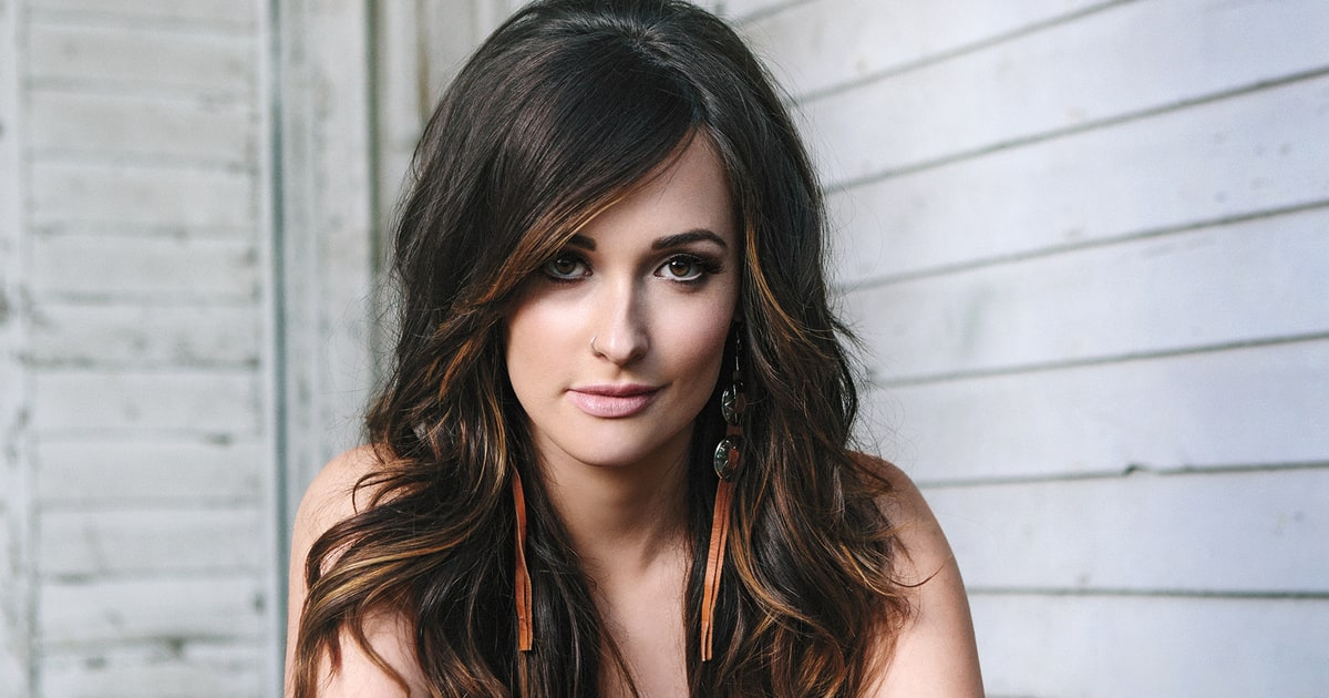 Tips: Kacey Musgraves, 2018s Bun hair style of the beautiful friendly  musician