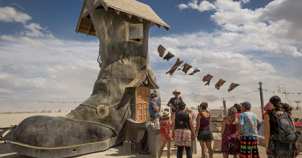 Desert Boot See Trippy Surreal Photos From Burning Man