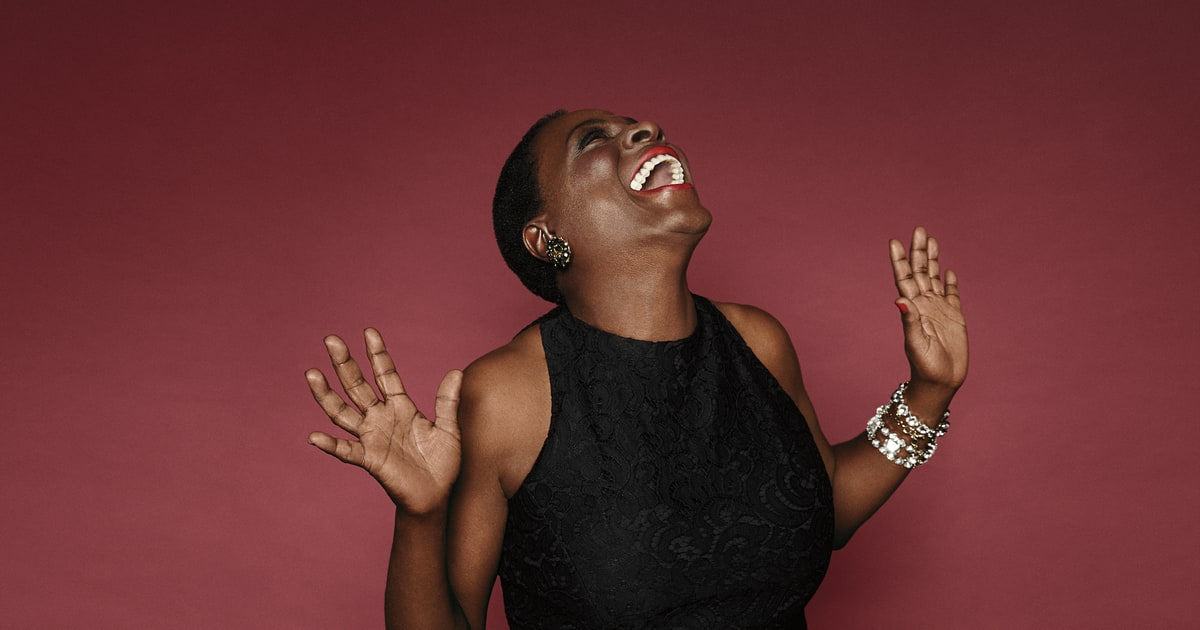 Sharon Jones and Dap-Kings Celebrate 'White Christmas' in New ...