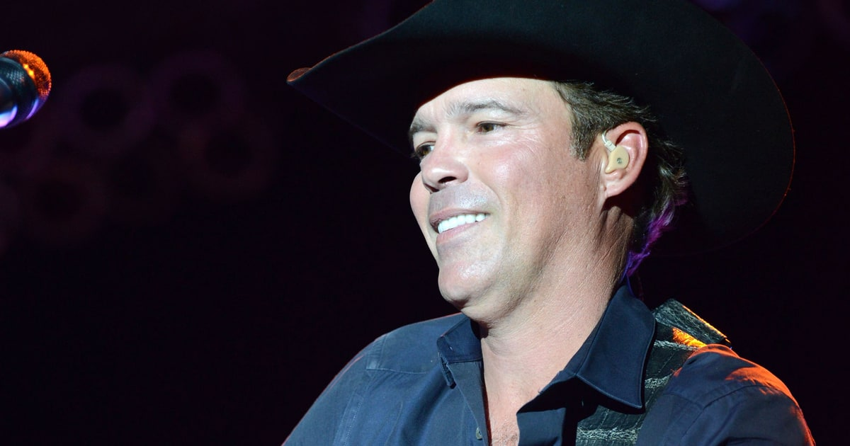 Clay Walker On Staying Alive And Urgent New Single Right