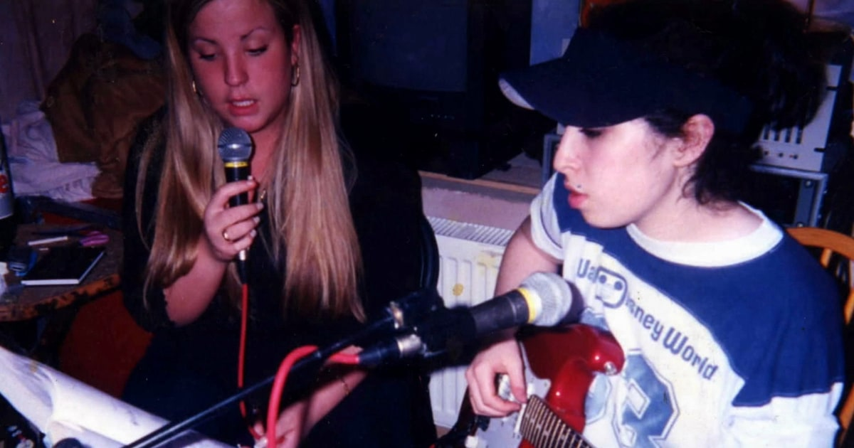 Amy Winehouse S Early Rap Career Explored In Bonus