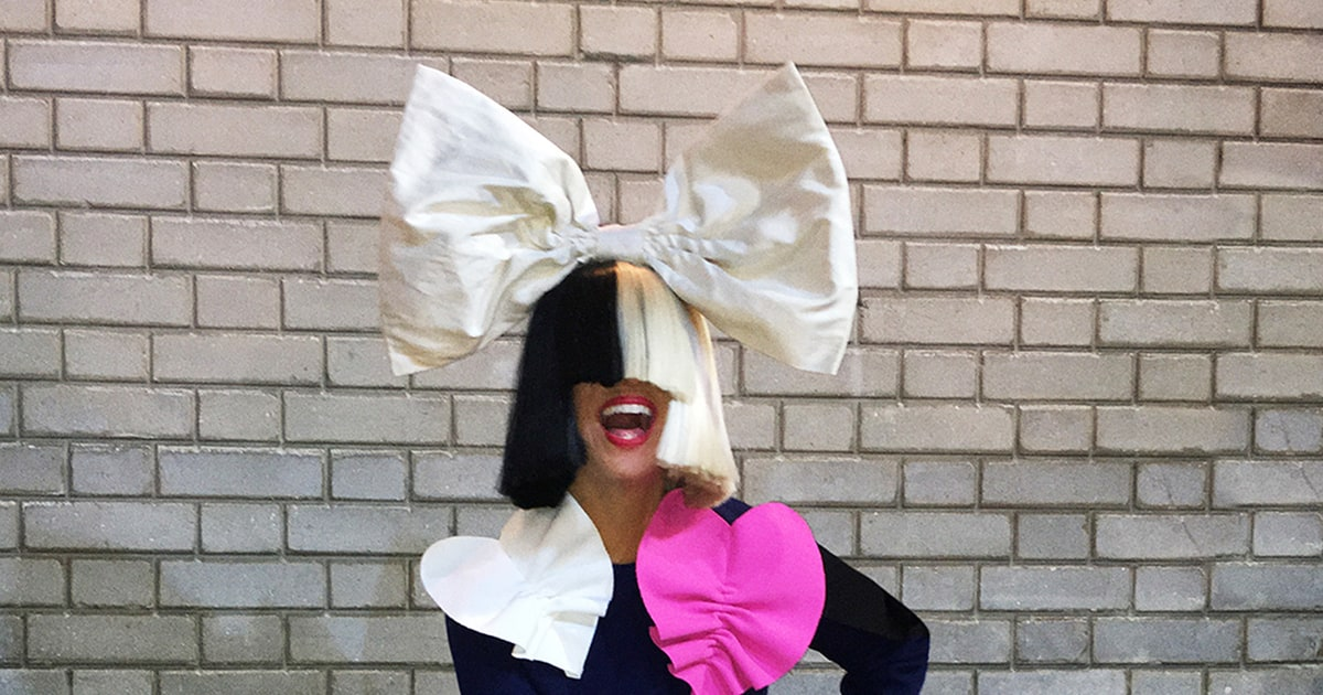 See Kelly Clarkson Cover Sia\'s \'Chandelier\' for Halloween ...