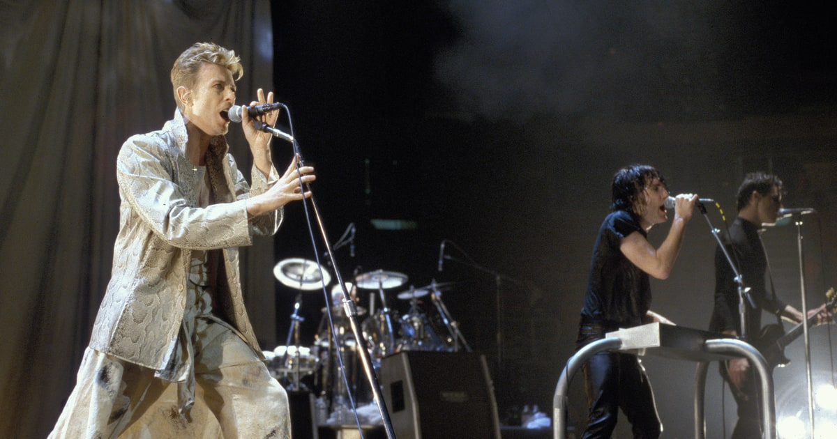 Flashback: David Bowie Sings \'Hurt\' With Nine Inch Nails - Rolling Stone