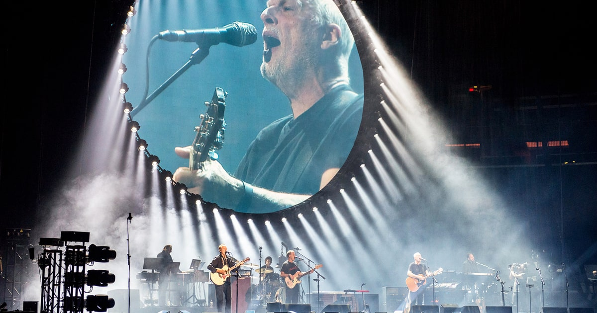 David Gilmour Ends Tour With Stunning Pink Floyd Hits