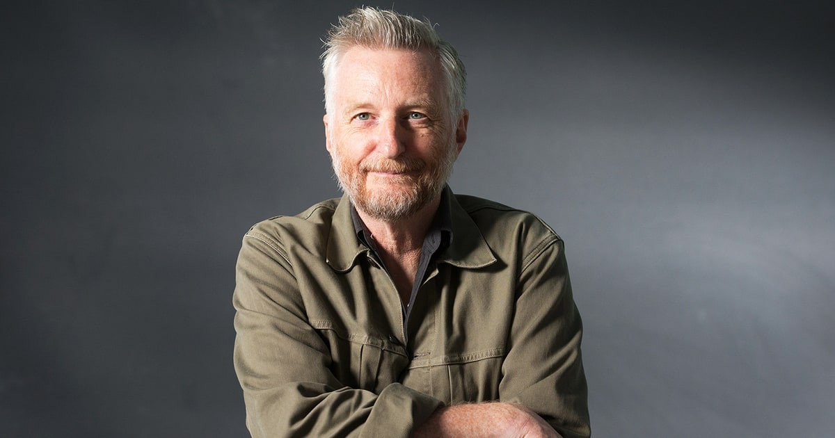 Hear Billy Bragg Reimagine Bob Dylan Anthem As Trump
