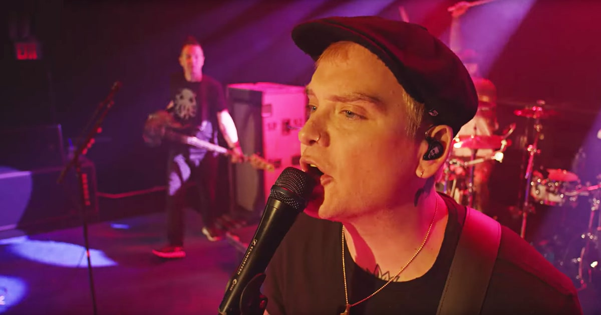Hear Blink 182's Anthemic New Song 'Rabbit Hole' news