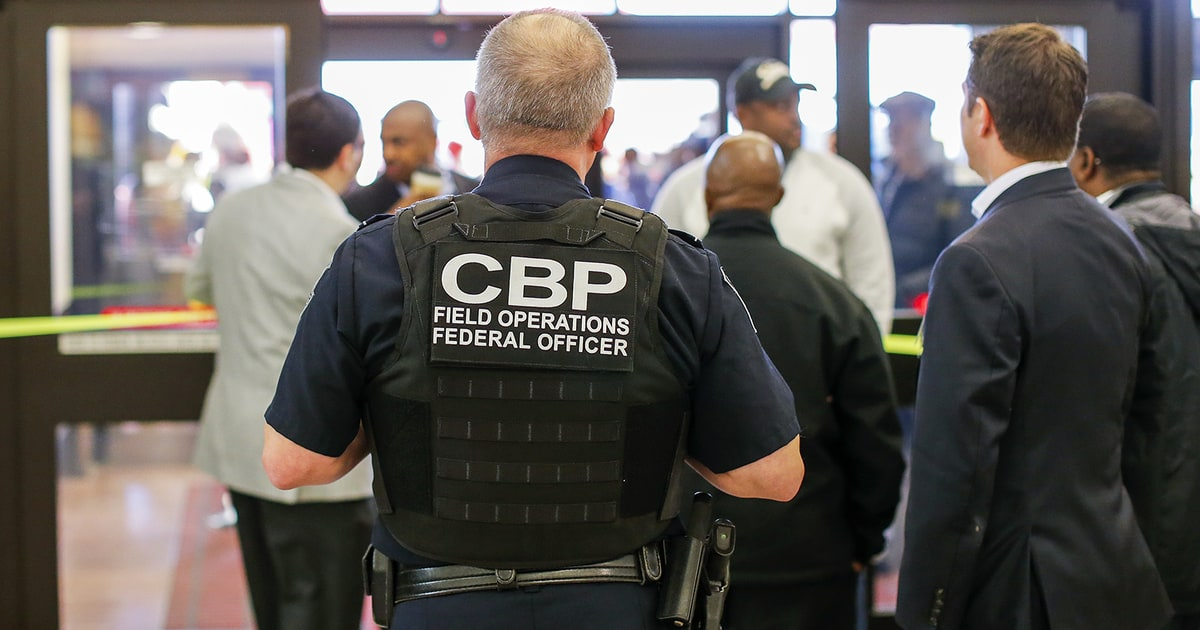 rollingstone.com - Border Patrol Agents Stop Domestic Travelers at New York Airport