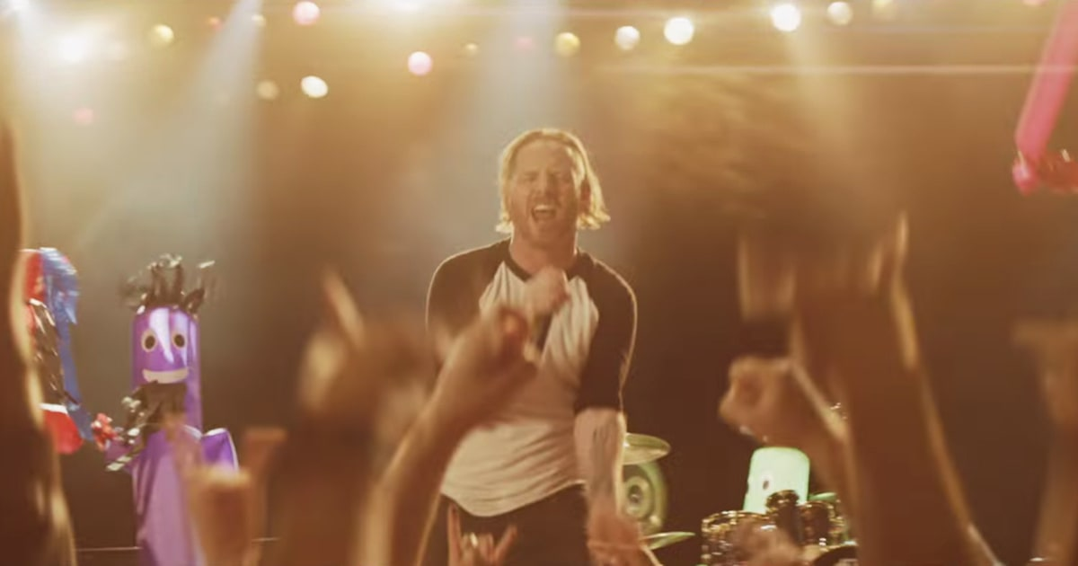 Watch Stone Sour Perform New Song 'Fabuless' for Inflatable Fans