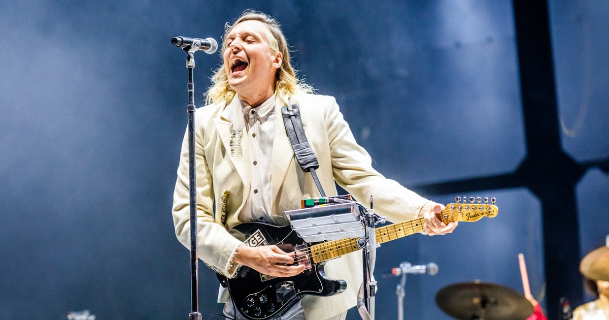 Watch Arcade Fire's Surprise DJ Percussion Set Outside Louvre news