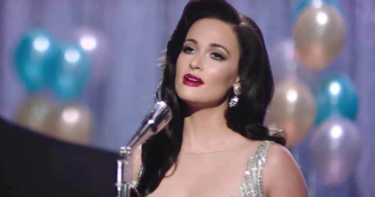 Watch Kacey Musgraves Go Glam For New Year S Eve Video
