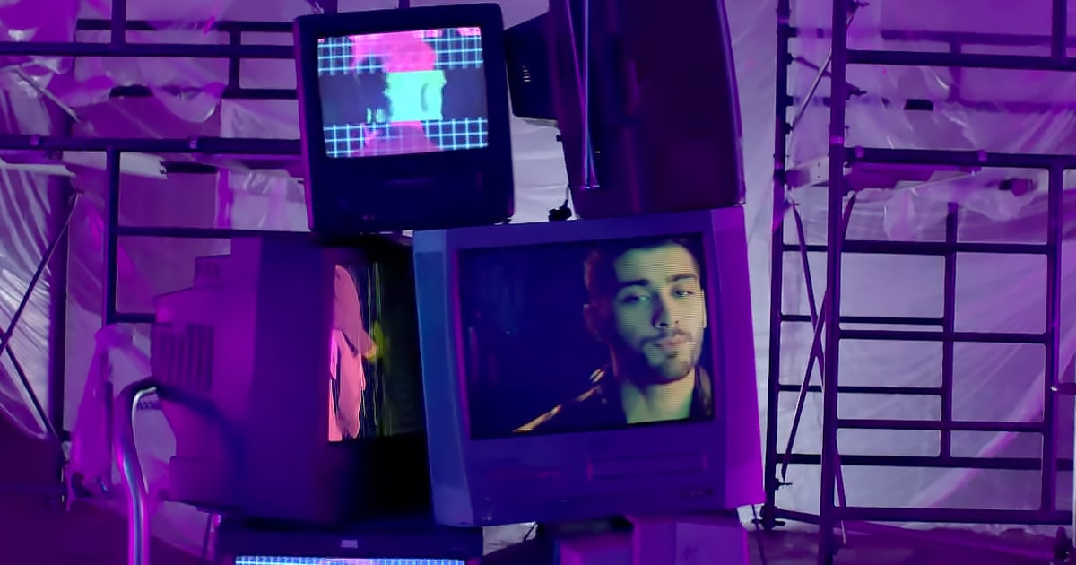 "Zayn Opens Up About a Special Moment He and Gigi Hadid Had While Shooting the ""Pillowtalk"" Video news"