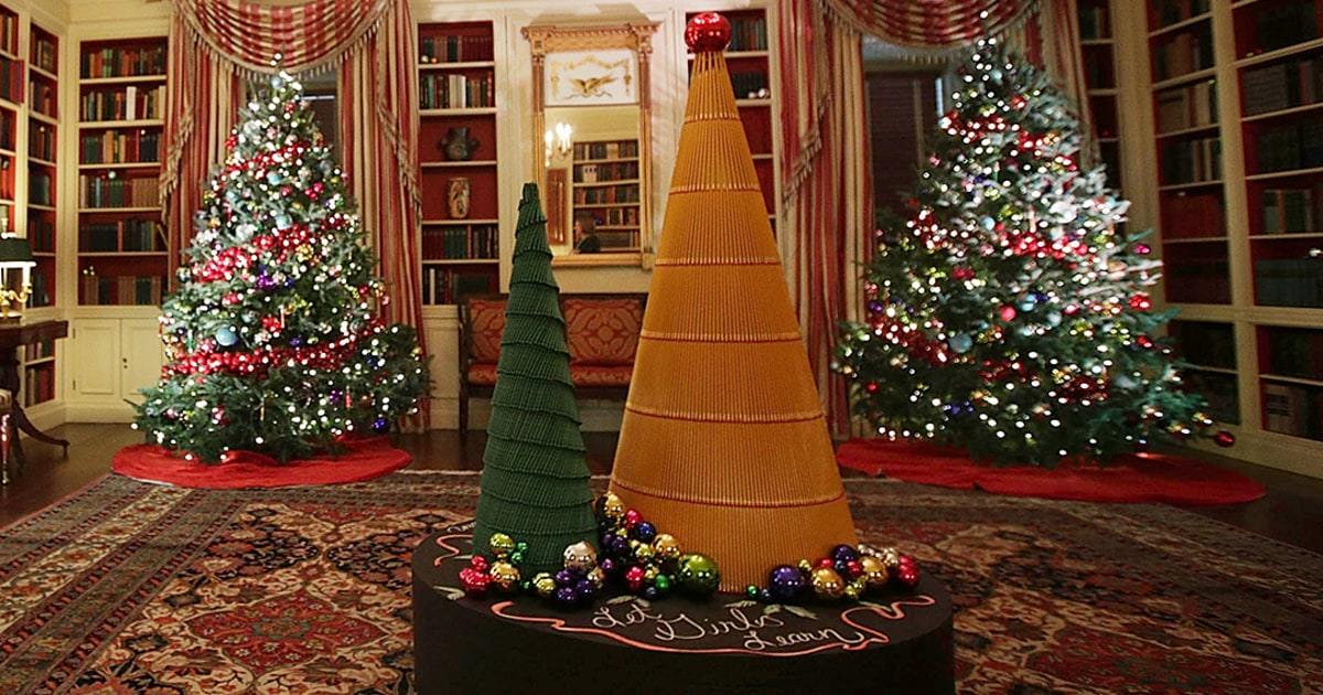 See the white house 39 s 2016 christmas decorations photos for White home decorations