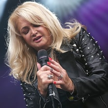 Total Solar Eclipse 2017: Watch Bonnie Tyler, DNCE Perform 'Total Eclipse of the Heart'