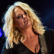 See Miranda Lambert's Rollicking 'Covered Wagon' Performance