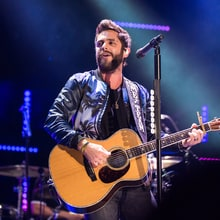 See Thomas Rhett's Acoustic Cover of Justin Bieber's 'Cold Water'