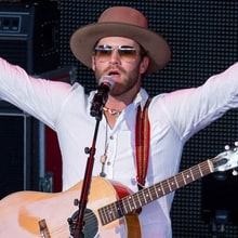 See Drake White Perform Sprightly 'Livin' the Dream' on 'GMA'
