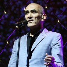 Hear Aussie Music Icon Paul Kelly, Chris Shiflett Talk the Kinks, Songwriting