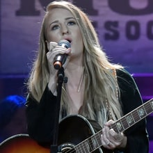See Margo Price's Funky 'Do Right By Me' at 2017 Americana Awards