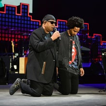 Watch Stevie Wonder Take Knee, Cover Daft Punk With Pharrell at Global Citizen