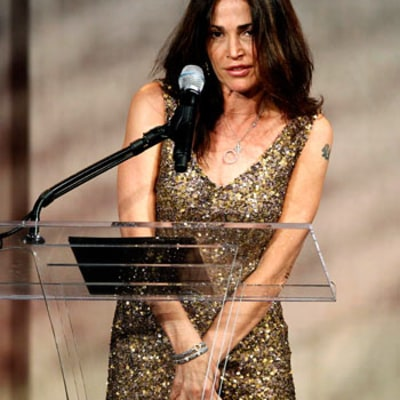 Kim Delaney Escorted Offstage After Incoherent Speech