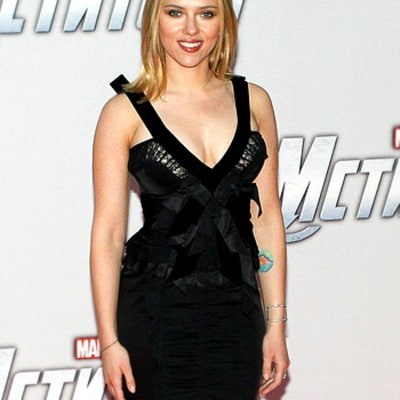 Hot! Scarlett Johansson Wows in Plunging, Curve-Hugging Look