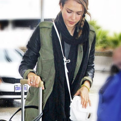 Steal Jessica Alba's Comfy Travel Style in Five Easy Steps