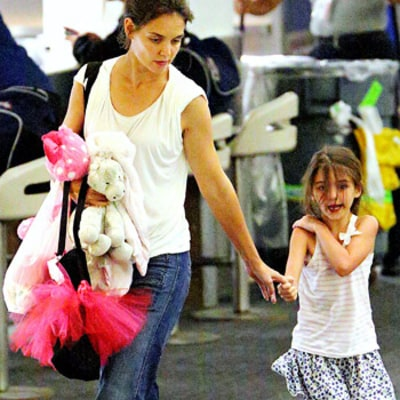 PIC: Katie Holmes, Suri Arrive Back in NYC Following Ohio Visit