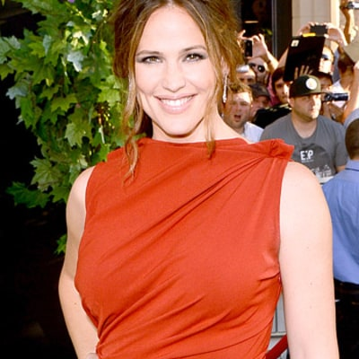 Jennifer Garner's Kids Put on Sunscreen Every Day