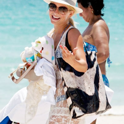 Beauty Must-Haves for Your Beach Bag