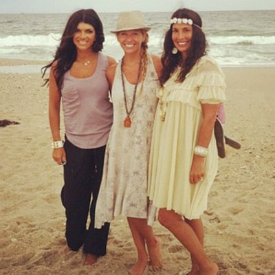 Teresa Giudice Bonds With Dina Manzo, Hits Beach After Fraud Charges